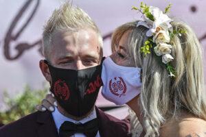 Le regole per i matrimoni: nessun limite fisso agli invitati, sì al Covid pass