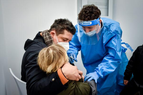 A Napoli il primo ambulatorio pediatrico post Covid: bimbi visitati in 3 step