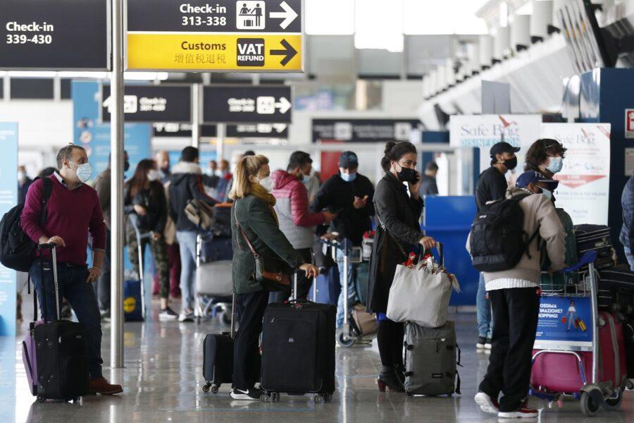 Green Pass, 'fumata bianca' sul passaporto Covid europeo: come si torna a viaggiare all'estero
