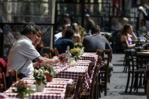 Tutte le riaperture in vista: la Cabina di Regia su coprifuoco, ristoranti, matrimoni, palestre