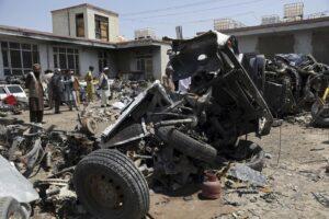Polveriera Afghanistan, nuovo attacco a un bus dopo la strage alla scuola: almeno 11 morti