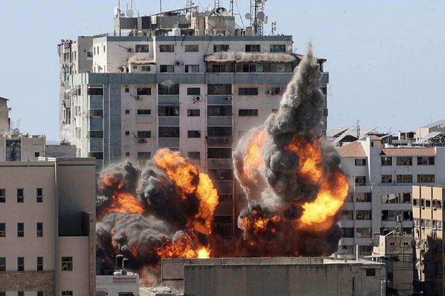 Gaza, la guerra tra Israele e Hamas prosegue: civili uccisi e diplomazia debole
