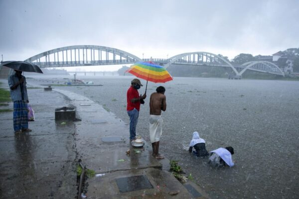 India, arriva il ciclone Tauktae: evacuate oltre 150 mila persone, rischio nuovi focolai