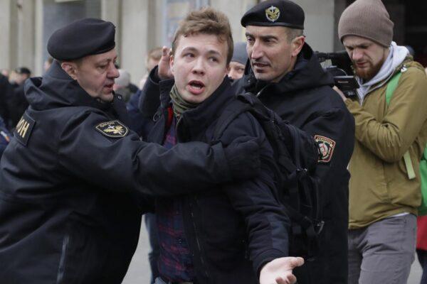 Chi è Roman Protasevich, l'oppositore di Lukashenko arrestato dopo il dirottamento del volo Ryanair in Bielorussia