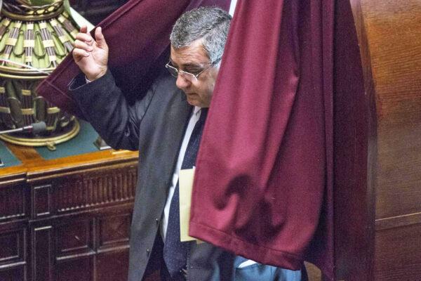 Pasticcio del Senato: dà l'ok alle intercettazioni su Cesaro già bocciate dai giudici…
