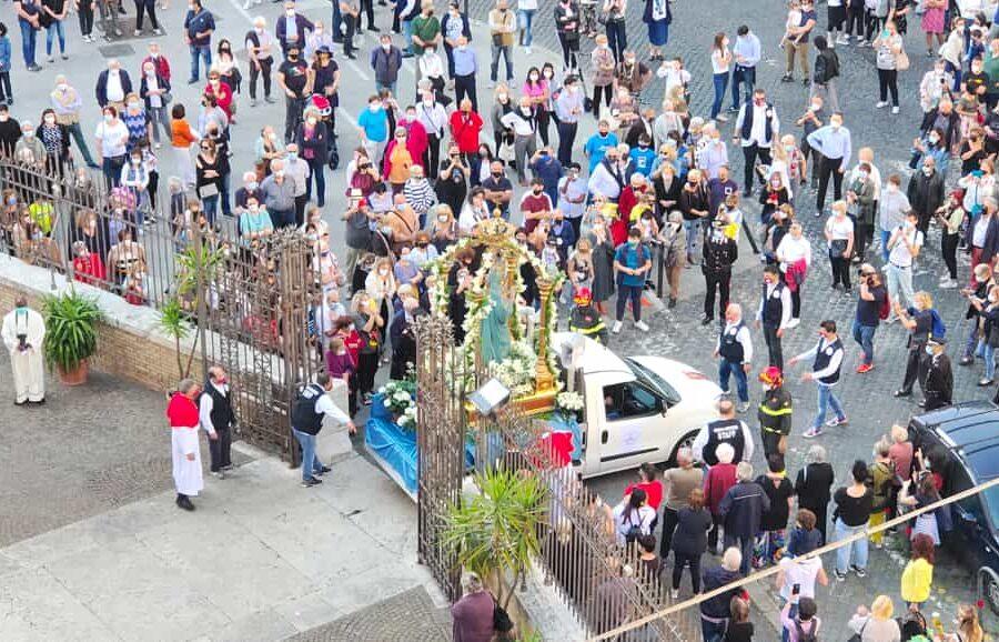 La processione per le vie di Testaccio (foto Daniele Andreoni)