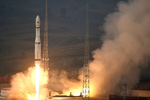 (150920) — TAIYUAN, Sept. 20, 2015 (Xinhua) — A new model of China's carrier rocket Long March-6 carrying 20 micro-satellites blasts off from the launch pad at 7:01 a.m. from the Taiyuan Satellite Launch Center in north China's Shanxi Province, Sept. 20, 2015. The new carrier rocket will be mainly used for the launch of micro-satellites and the 20 micro-satellites will be used for space tests. (Xinhua/Yan Yan)(wsw)