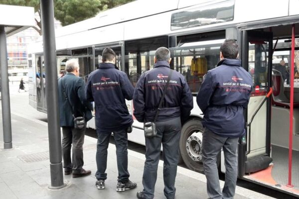 Occhio al biglietto, sui bus di Roma tornano i controllori