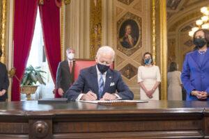 Biden, quel vecchio signore che tra vaccini e jobs plan sta rivoltando l'America