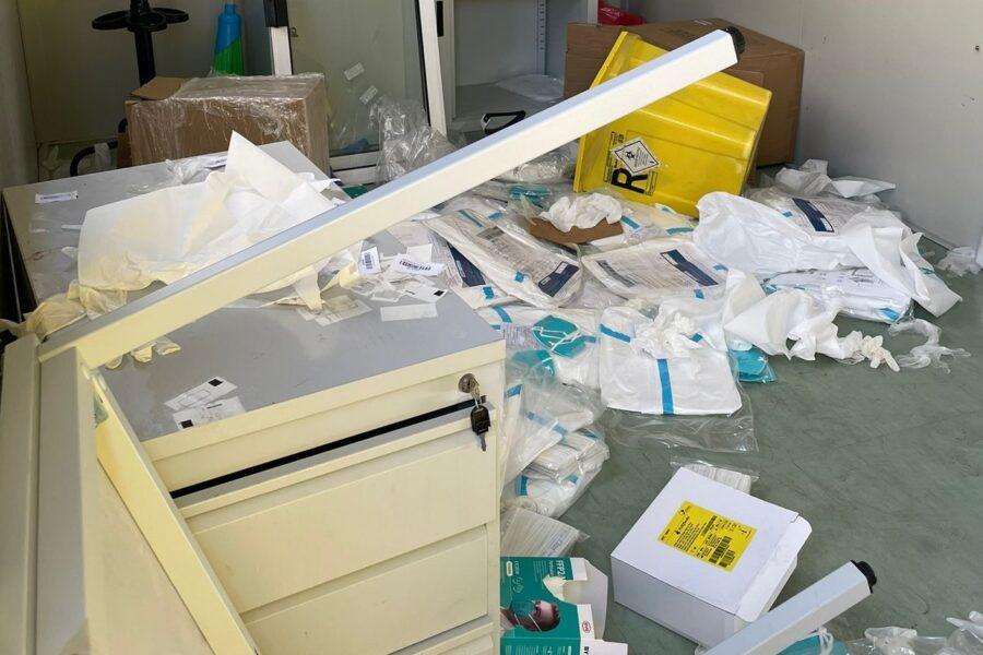 """Vandalizzato il centro tamponi di Ercolano, sindaco in lacrime: """"Persone senza scrupoli"""""""