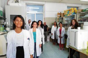Nella foto l'equipe di Luigi Buonaguro. La prima a sinistra dottoressa Manolio, prima destra dottoressa Ragone