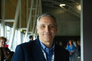 """Al via """"Racconti dal fondo"""", lo spazio per promuovere la lettura: Maurizio De Giovanni presenta Martina Marinelli"""