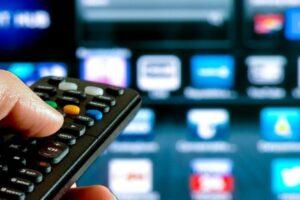 """Guerra al """"pezzotto"""", spenta tv illegale a 1,5 milioni di utenti: con 10 euro al mese vedevano tutto"""