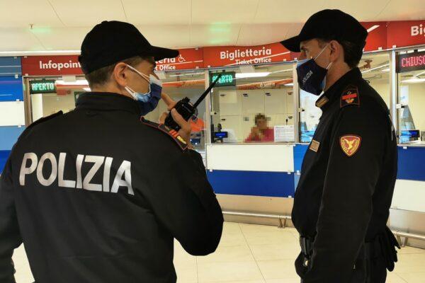 Napoli, biglietti falsi venduti ai pendolari: la truffa nella stazione di Piazza Amedeo