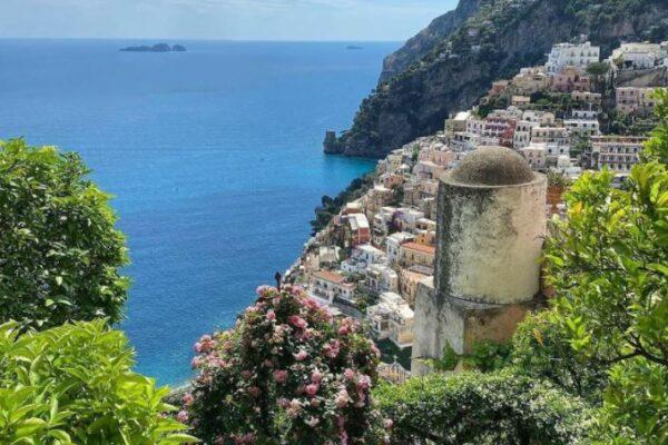 Trekking e interrogazioni: a Salerno lezioni all'aria aperta per riscoprire la natura