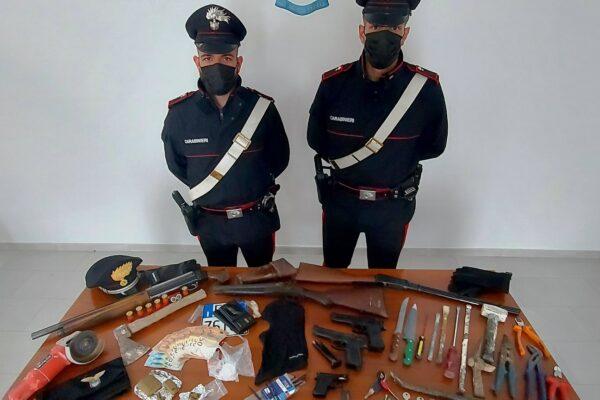 Armi clandestine in un casolare: 5 arresti ad Albano