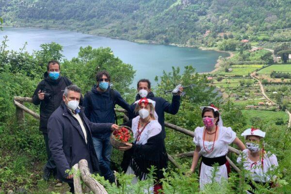 Nemi, al via la sagra delle fragole: il borgo si veste a festa