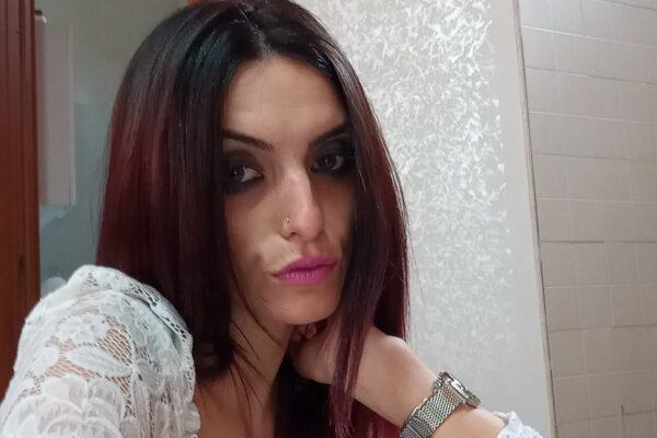 """Giovane mamma muore carbonizzata in casa, è giallo sulla morte di Ylenia: """"Doveva andare dalla figlia"""""""