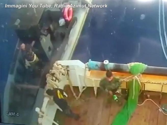 """Rientra il peschereccio Aliseo, il comandante ferito dai libici: """"Vivo per miracolo"""""""