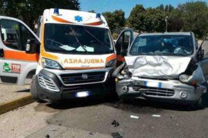 Incidente con l'ambulanza a Roma: ferito un automobilista