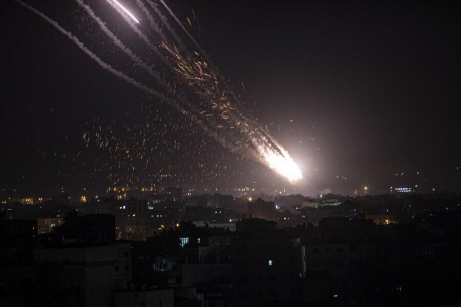 Israele e Hamas, ora è guerra: battaglia a colpi di razzi, appello di Biden inascoltato