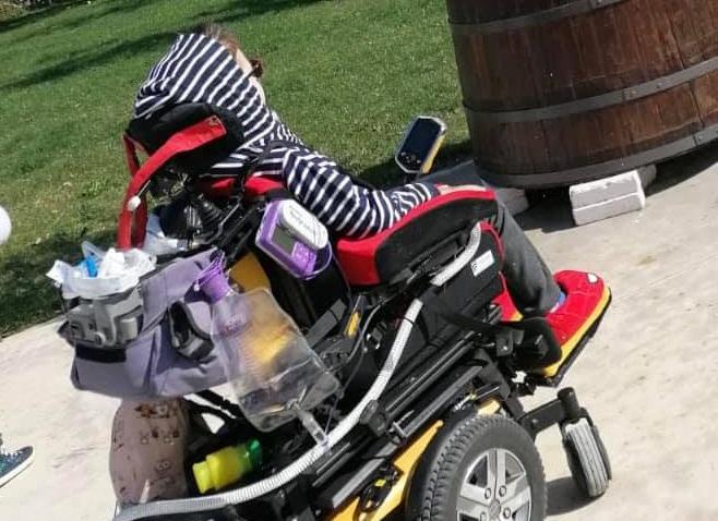 """Christian, malato di Sma a 9 anni ha bisogno di cure: """"Ha diritto a vivere ma le istituzioni sono assenti"""""""
