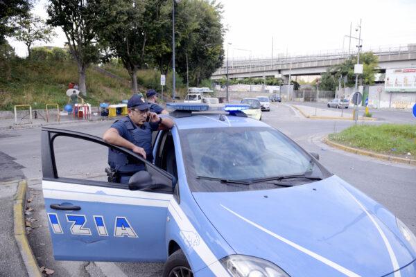 Controlli a tappeto a Napoli nord: uno su due alla guida senza patente, casco o assicurazione