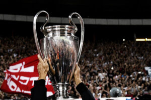 Napoli si risveglia solo col calcio: discussioni sulla Champions mancata e indifferenza su tutto il resto