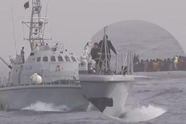 Migranti picchiati dalla guardia costiera libica: ma Draghi aveva lodato Tripoli per i salvataggi