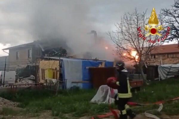Gubbio, esplosione in un capannone: due morti e tre feriti