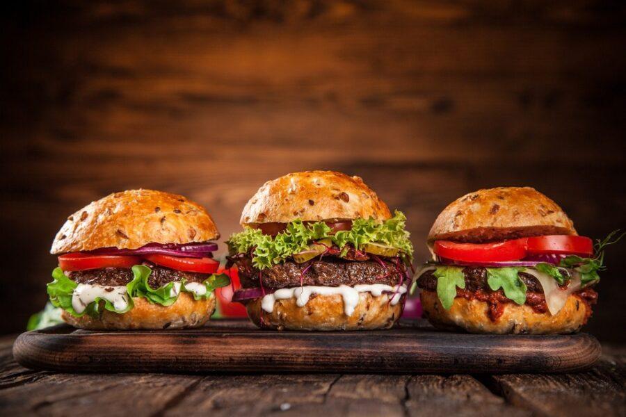 L'hamburger fa boom: dal panino al finger food è il piatto più cool