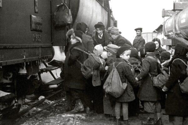 """""""L'ombra di Berlino"""", i dolori del giovane Hans che fuggì da Hitler in treno"""