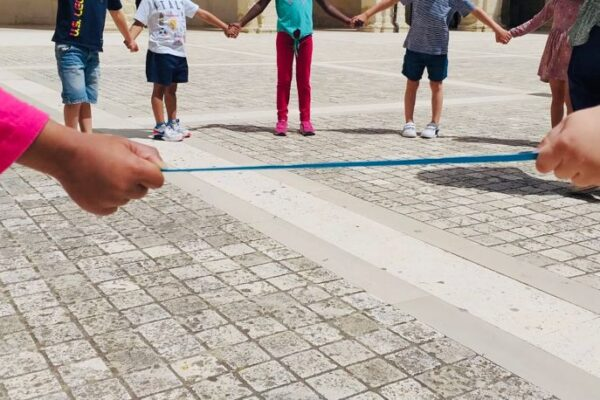 I bambini si riprendono le piazze: partito il grande girotondo da Nord a Sud Italia
