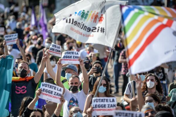 Mobilitazione per il ddl Zan, sit-in in 50 città italiane