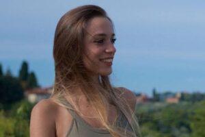 Incidente in fabbrica, Luana muore risucchiata da un rullo: era mamma da poco