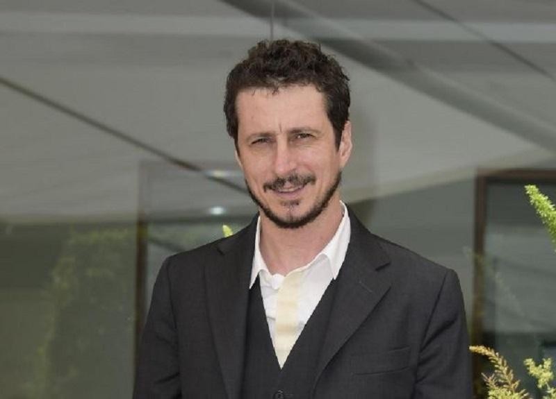 """La Lega chiede la 'testa' di Luca Bizzarri per il post sulle droghe, l'attore: """"Ammettono di non capire l'italiano"""""""