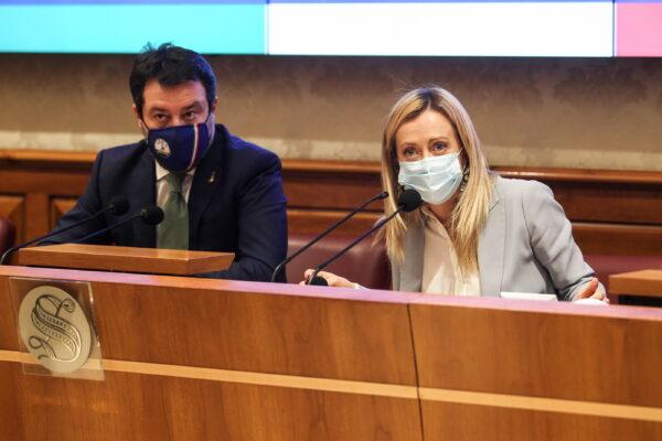 Tra Salvini e Meloni è scontro totale: tra sindaci, sondaggi e Copasir si spacca il centrodestra