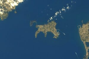 """Procida vista dallo Spazio: """"Sembra un gatto"""", la straordinaria foto dell'astronauta"""