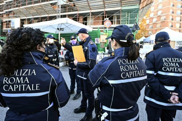 Controlli dei vigili a Roma