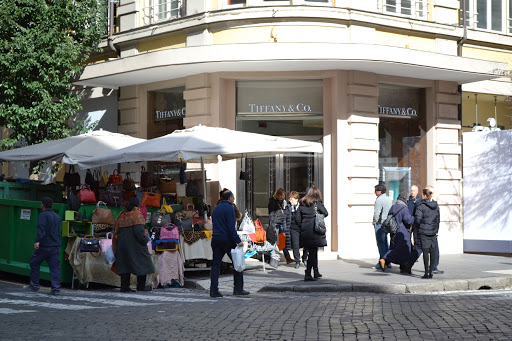 """Roma, via le bancarelle da Cola di Rienzo. De Vito: """"Scelta assurda"""""""