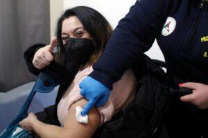 """Effetti collaterali del vaccino, il report Aifa 'smonta' i no-vax: 16 morti """"correlabili"""", 0.2 casi ogni milione di dosi"""