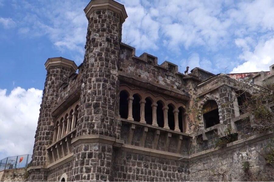 Villa Ebe e cimitero dei colerosi abbandonati nel degrado, scattano i sigilli: i monumenti di Napoli sequestrati