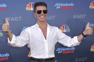 Chi è Simon Cowell, il creatore di X Factor che potrebbe diventare manager dei Maneskin