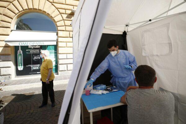 Coronavirus, meno di 100mila contagiati attivi in Italia: 37 morti e positività al 0,7%