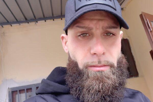 Agguato di camorra a Napoli: uomo ammazzato mentre guida lo scooter