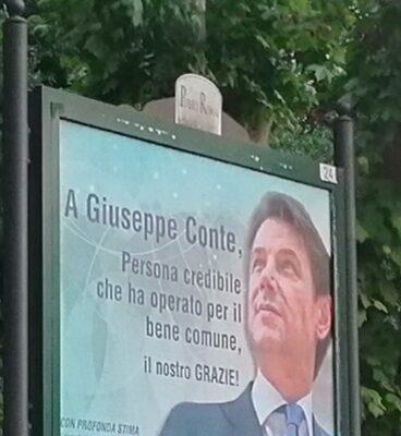 A Roma nord spuntano i manifesti per Giuseppe Conte. Ma giallo sul committente