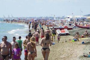 Roma, temperature estive: scatta l'assalto al mare. Il traffico in tempo reale