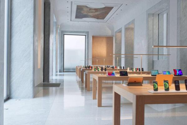 Apple sbarca a via del Corso, a Roma al posto del Caffè Aragno