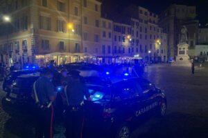 Stretta sulla movida, nuova guerriglia a Campo de' Fiori: ferito un carabiniere