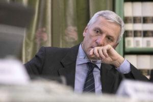 Chi è Massimo Luciani, il professore che deve abolire le correnti con cui intrallazzava…